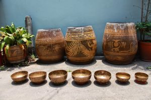 sit-on-the-street-singing-bowls